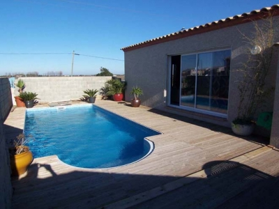Location vacances aigues mortes maison location aigues for Piscine naturiste montpellier